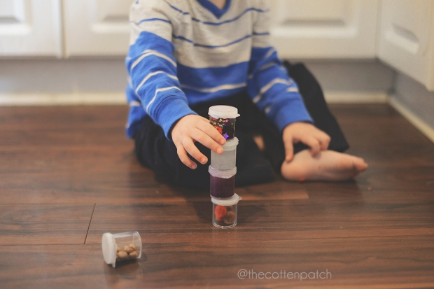 diy-sensory-shakers-for-toddlers-2